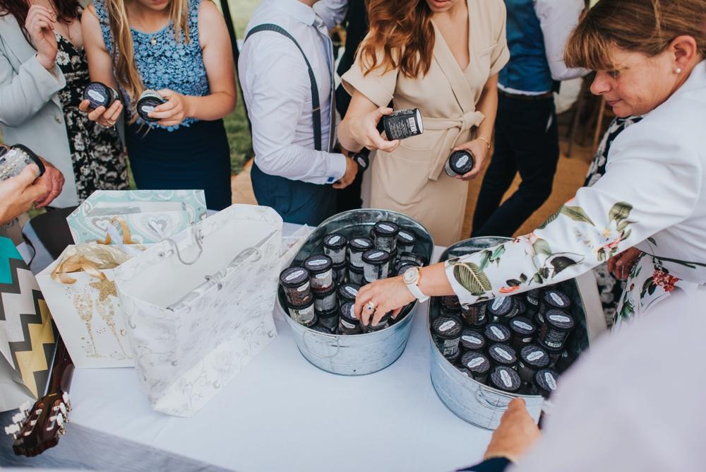 diy wedding pudding icecream in tubs