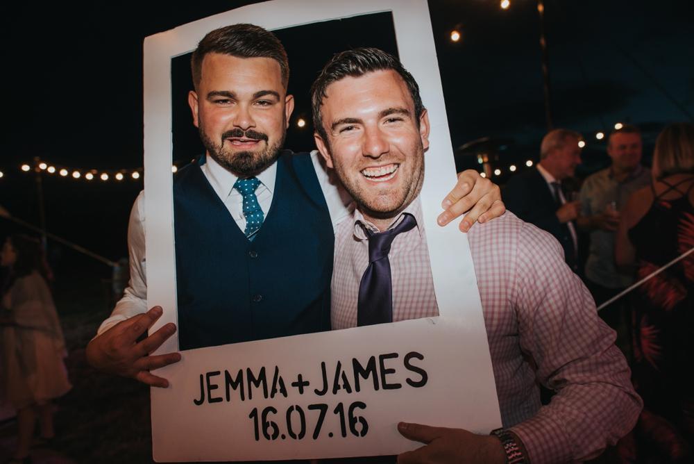 instagram prop at wedding