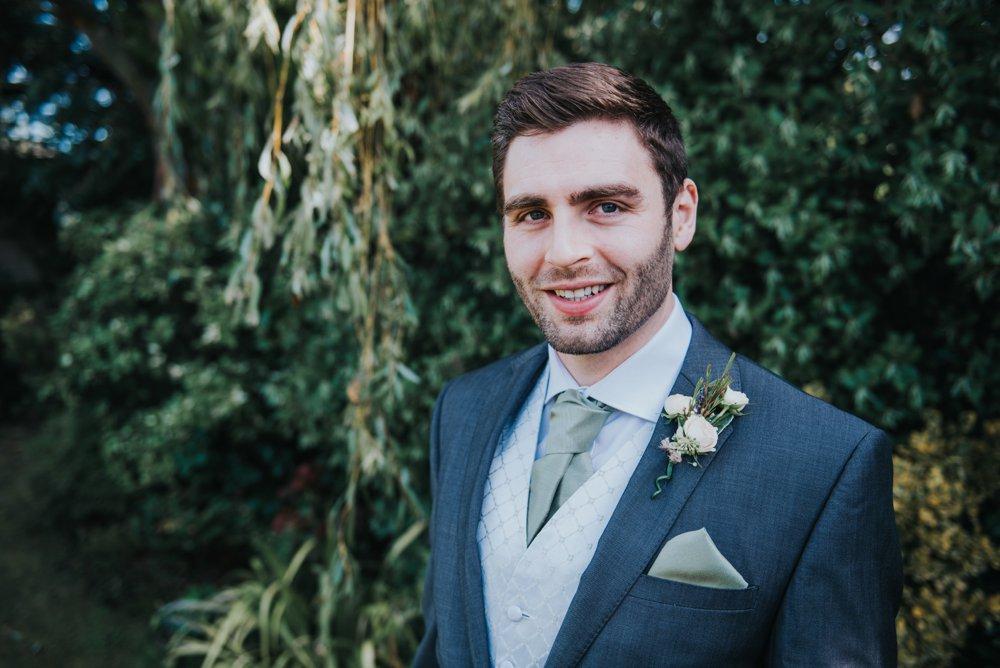 groom prep, grrom getting read, wedding photography, stanlake park, grrom portraits