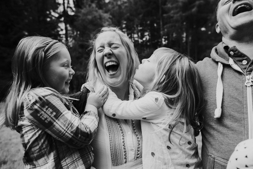 girls tickling mum