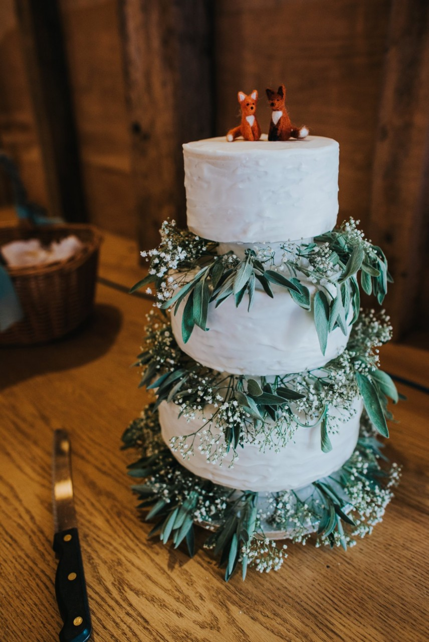 DIY wedding cake with foliage detail
